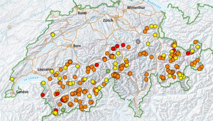 Swiss Avalanche deaths and reported avalanches