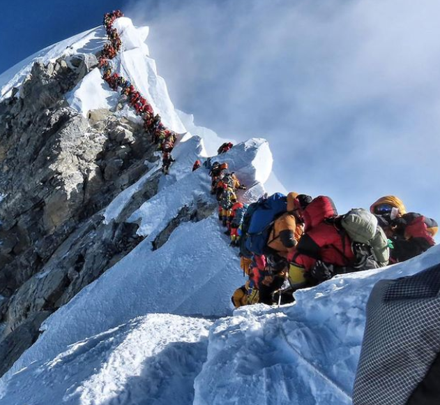Crowding on Mount Everest in 2019 (AFP/Getty Images)